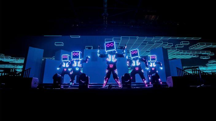 Dancing robots from Cirque Bijou
